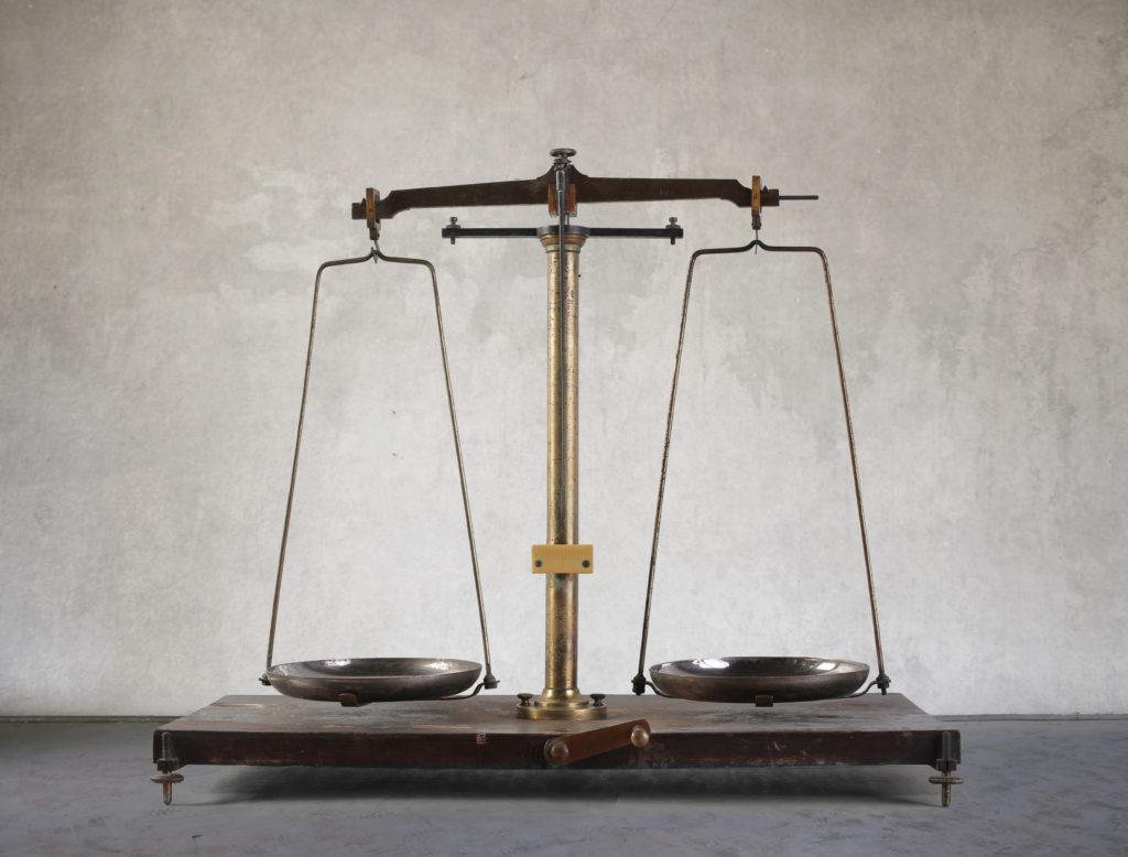 a-vintage-balance-P5ZGPJF